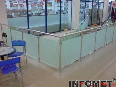 стълбищен алуминиев парапет със стъкло